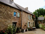 Languedias; delightful 2 bedroom stone cottage with 1 bed gite