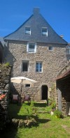 Moncontour: delightful 3 bed stone cottage with separate 1 bed apartment