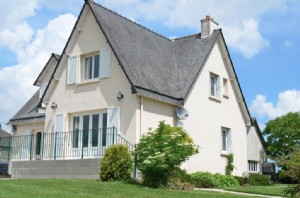 Exclusive: guitté - 4 bedroom family home well situated in the village