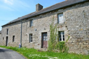 Exclusive house for sale in brittany : good renovation project in a peaceful ham