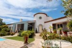 Luxury quality villa single level, 277m², 2 bedrooms en suite, ready to move in, 4280m² of