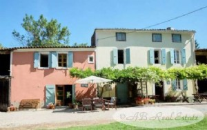 Charming fully renovated farmhouse, 245m², 5 bedrooms, pool, independent one-bedroom