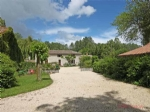 Voulon (86) - Stunning location for this hamlet of 4 houses, with extensive river frontage
