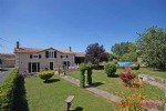 Brioux-sur-Boutonne (79) - Detached house offering 4bed/2 bath accommodation
