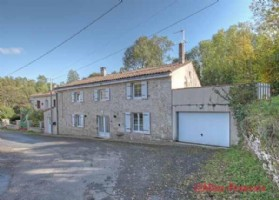 St Genard, Marcillé (79) - Stone mill house offering spacious reception rooms, 3 bed/2 bath