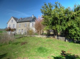 Nr Pompadour (19) - Large farmhouse, ideal as an equestrian property with over 13 ha of land