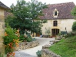 Restored property with 3 houses, pool, courtyard, near Beynac