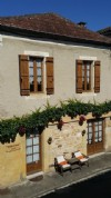 Restored maison with courtyard in the heart of Monpazier in the Dordogne