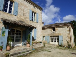 Stone house with 2 gites andswimming pool - land of 2276 M².