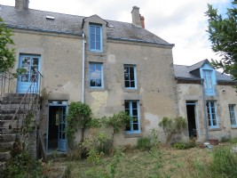 Large semi-detached 4-bedroom house in the countryside.