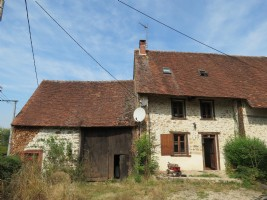 Characterful 4 bedroom house in rural hamlet with garden and barn