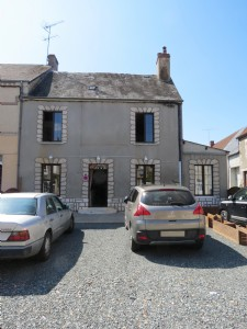 2/3 bedroom townhouse with garden and solar panels