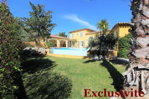 Prestigious villa on a landscaped garden of 1139m2