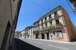 *Apartment in central Pezenas with terrace and views!