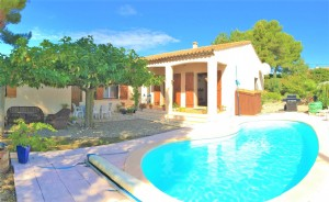 *stylish 3 Bedroom Villa With Pool, Gardens And Garage!