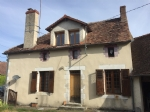 Spacious, habitable hamlet house with buildings to renovate