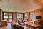 Three bedroom ski-in ski-out Apartment within the heart of Sainte Foy ski resort