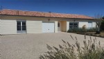 Bungalow with 4 Bedrooms in Civray