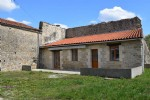 Lovely Old Stone House In Good Condition With Garden - Close To Villefagnan