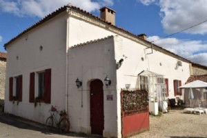 Between Civray and Lizant : Large 5 Bedroom House - Established BandB business