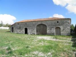 Attractive Barn To Renovate Close to Ruffec On 3570m²