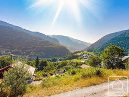 A sunny plot with fantastic views in a pretty and peaceful location