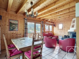 A semi-detached chalet with 3 bedrooms, 2 bathrooms and terrace and balcony