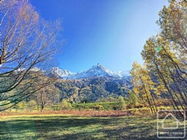 Large plot of land close to Chamonix centre with existing building permit for a chalet of 282m2.