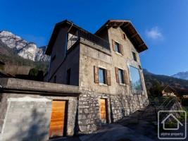 Beautifully renovated schoolhouse handy to Geneva and skiing.