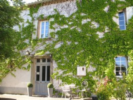 Exceptional Maison de Maitre with 6 bedrooms, 2 gites, garden and lots of character !