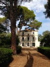 Stunning domaine with Maison de Maitre and outbuildings on 1 hectare with pool and views !