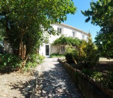 Charming home with 140 m² living space on 734 m², potential for 2 independent accomodations !