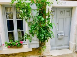 Entirely renovated stone village house with 3 bedrooms, summer lounge and courtyard.