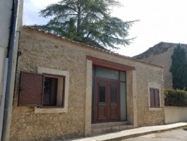 Beautiful single storey renovated barn with 118 m² of living space on 570 m² with pool.