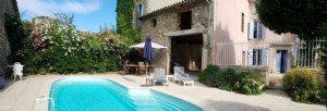 Pretty renovated character home with 120 m² of living space, barn, gite, 3 courtyards and pool.