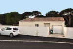 Excellent location for this single storey villa with 3 bedrooms, near the beach.