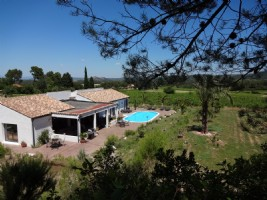 Beautiful architect villa offering 210 m² of living space on about 3000 m² with pool and views.