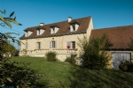 Between Souillac and Gourdon. Stone house with 193 sqm living space + 110 sqm barn capacity