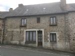 Only 13 km from Mayenne, town house with garden and very large potential