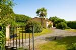 Contemporary Ouse with garden in Beaumont du Périgord