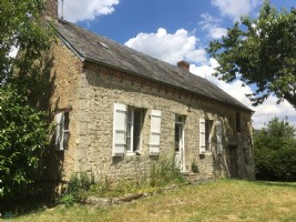 Near Courtomer, Pretty little country house of 44 m2 hab about 1430 m2 of land