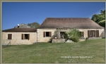Between Bergerac Lalinde, together 2 stone houses and tobacco dryer, pool on 1.8 ha quiet