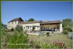 Old fortified farm on 31 Ha, family house, 2 cottages, bed and breakfast, swimming pool