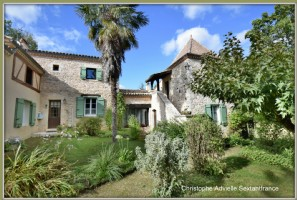 Near monpazier, exceptional area on 25 ha, main house, cottage, farm buildings, pond, pool