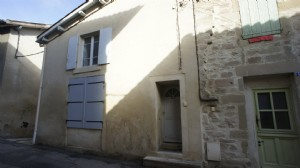 Street house in Saint-Donat, consisting of 2 apartments