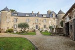 Manoir with an hectare of land on the Coast in Brittany