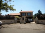 Villa for sale 3 bedrooms 858m2 land ,Walk to shop ,South facing