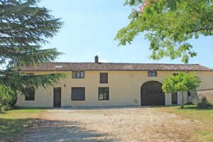 Village House for sale 8 bedrooms 8488m2 land ,Pool,Over 1 acre land