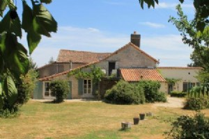Gite Complex for sale 5 bedrooms 5954m2 land ,Walk to shop ,South facing ,Over 1 acre land