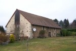 Ideally located in a quiet village between Bourganeuf and Gueret, beautiful barn